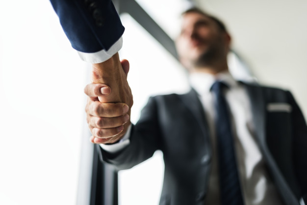 [Vídeo] 5 dicas antes de contratar uma empresa de Comércio Exterior